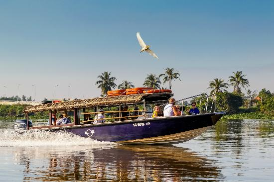 CRUISE THE SAIGON RIVER TO CUCHI TUNNELS